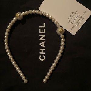 Chanel pearl hairband
